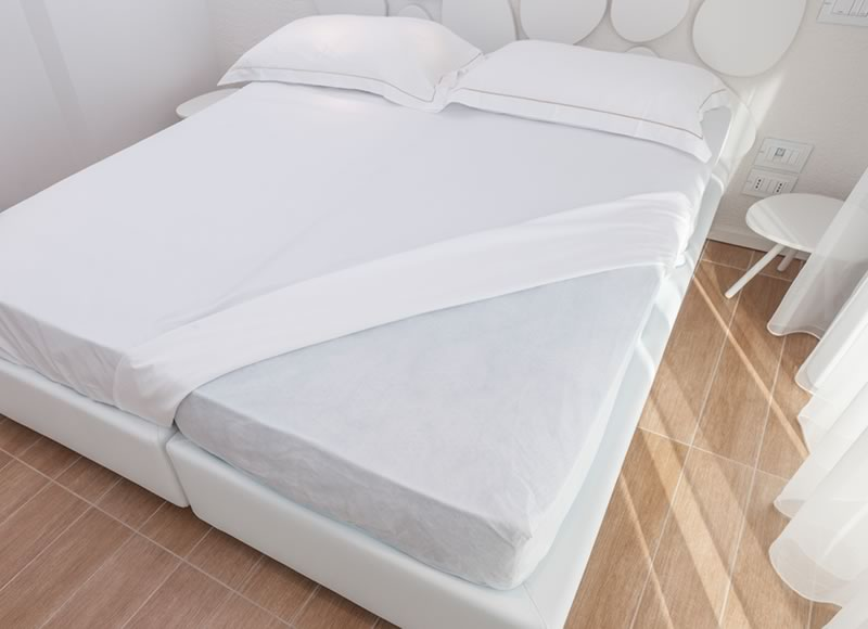 Disposable mattress protectors 35 gram semi-waterproof collection