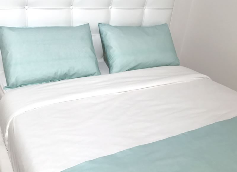 Coloured pillowcases and bed runners bio colour bed runners